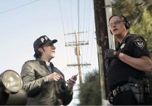 Marylin Manson joue très bien la comédie.